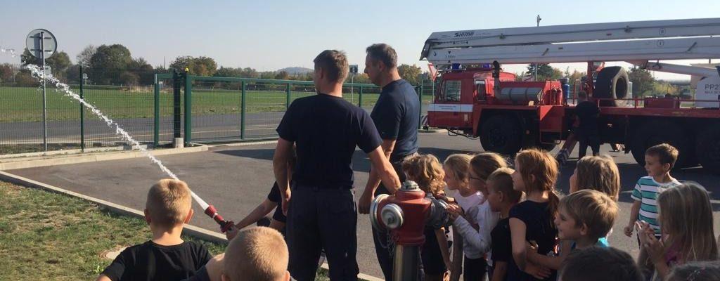 Sluníčka a Berušky navštívily hasiče