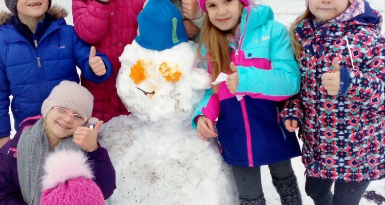 Družina si užívala sněhu